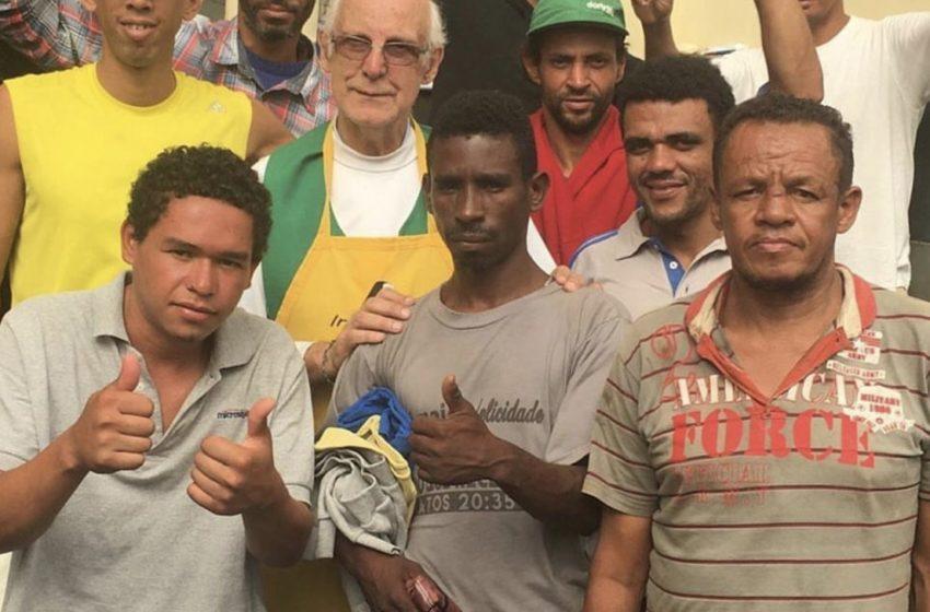 Coronavírus: Padre oferece abrigo para moradores de rua com a doença