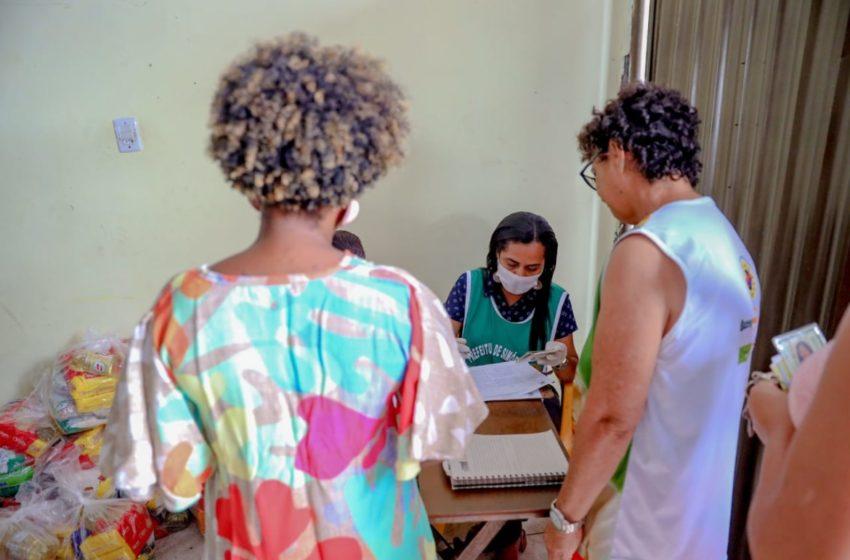 Distribuição de cestas básicas é realizada em comunidades quilombolas e bairros de Simões Filho