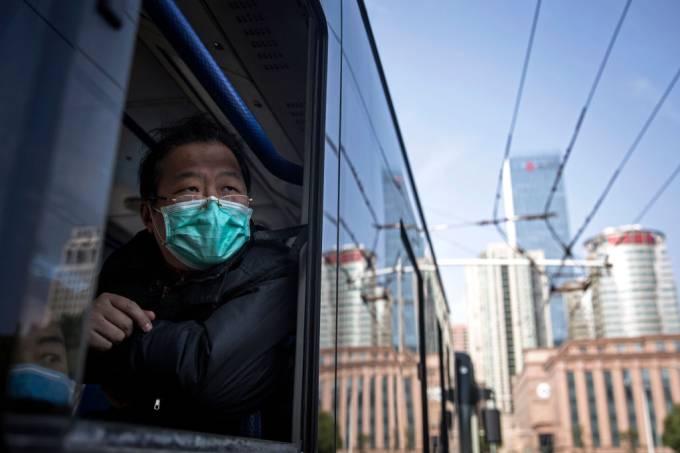 China declara fim do pico do surto de coronavírus; mundo tem 127 mil casos