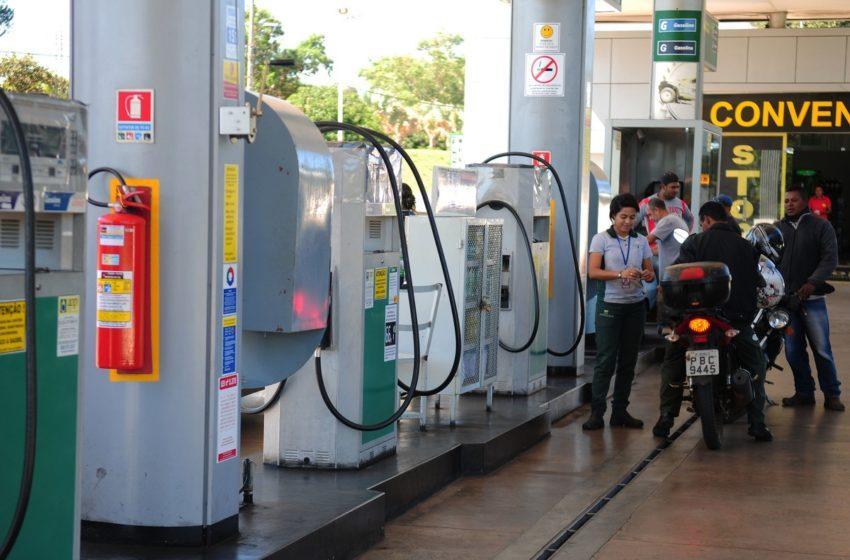 Gasolina fica 16% mais barata nas bombas de postos de Salvador