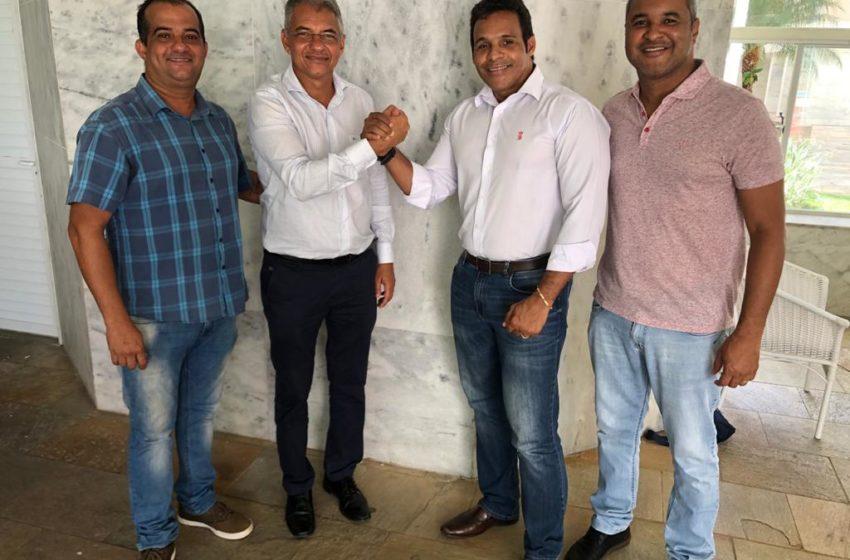 Simões Filho: Sandro Moreira oficializa aliança com Dinha Tolentino